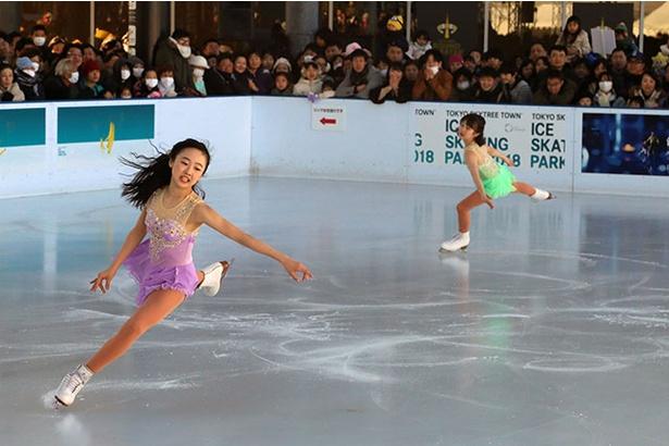 【写真を見る】美人姉妹が氷上で華麗な舞いを披露