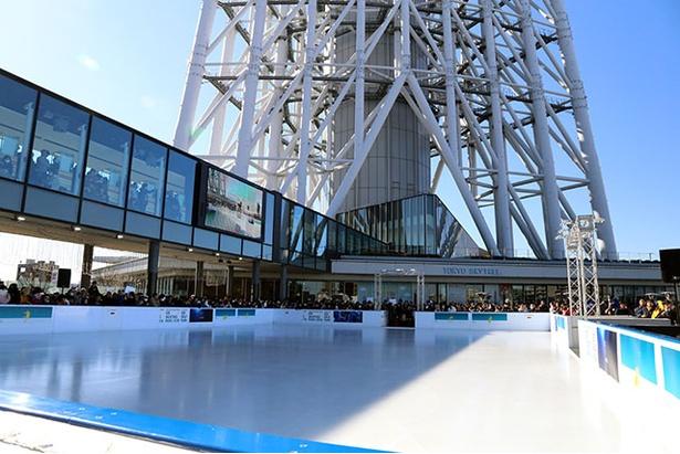 東京スカイツリー(R)の眼下にアイススケートリンクを設置