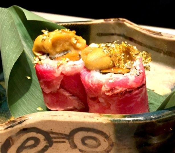 【写真を見る】味の濃い雲丹を巻いた「う肉寿司」