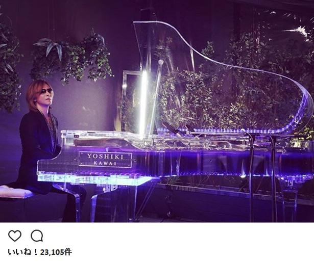 名曲「Forever Love」を演奏したYOSHIKI