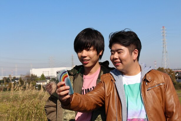 「卒業バカメンタリー」のワンシーン。前田航基(右)、吉田靖直(左)の好演がドラマを盛り上げる
