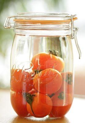 ヘルシートマト酒。トマトはへた付きのまま丸ごとイン! 6日〜2か月熟成を