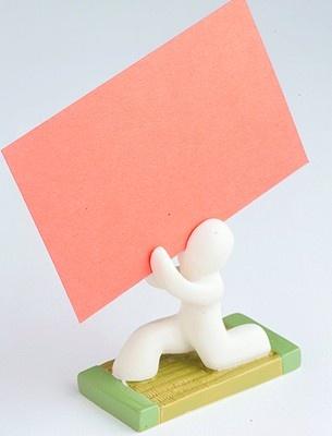 あなたのメッセージ受け止めます 「humania 白刃取り失敗カードスタンド」(609円)