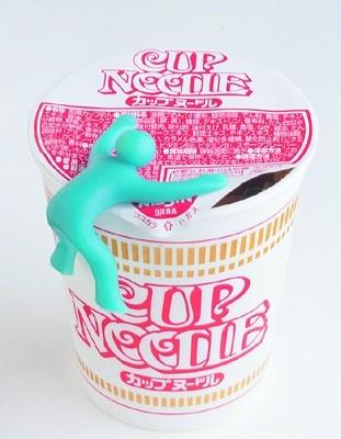 カップ麺のフタを押さえてくれる「カップメン」(840円)