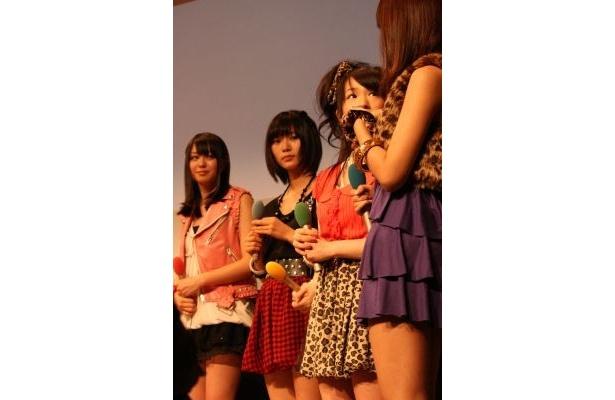 ミニスカファッションで元気なアイイドリング!!!メンバー