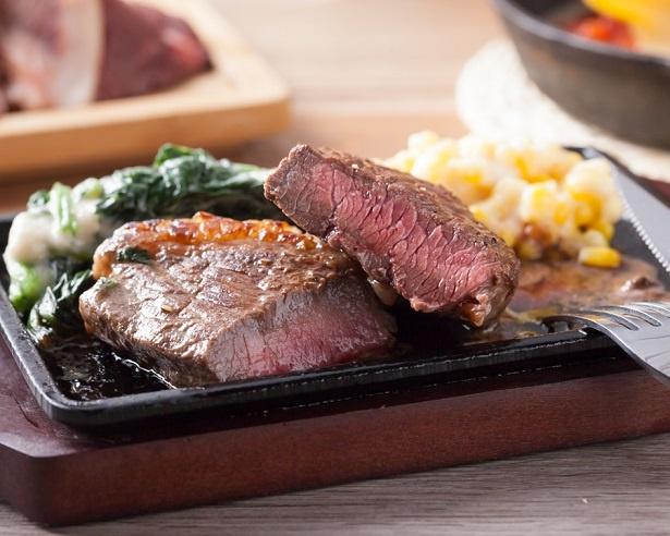 【写真を見る】熟成牛フィレ、中落ちカルビなどを含む6種のお肉を好きなだけ食べることができる食べ放題フェアを実施する