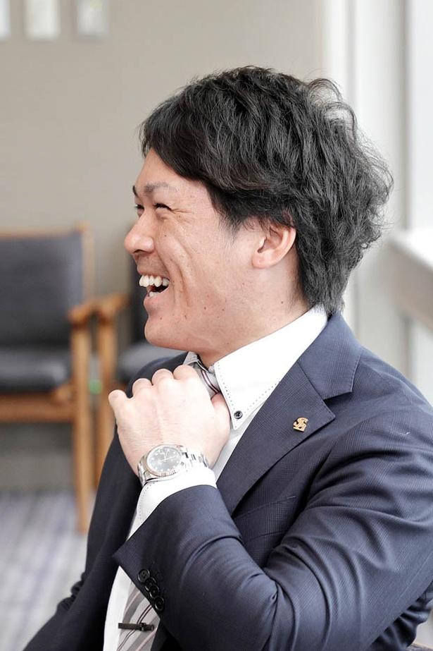 【写真を見る】東浜投手のゴルフのベストスコアを聞いて、大興奮!