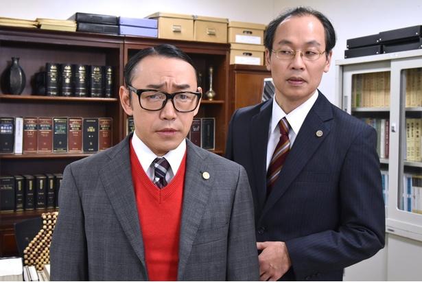 【写真を見る】石井正則演じる苦節十ン年(!?)の新米弁護士が再び大活躍!