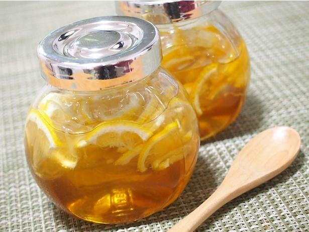 【写真を見る】蜂蜜、しょうが、レモン、紅茶で作る「喉の痛みを完治するゼリー」