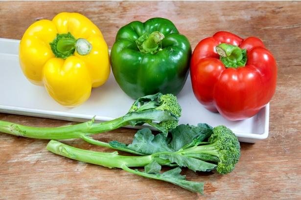 ピーマンやブロッコリーには、ビタミンCが豊富に含まれています。