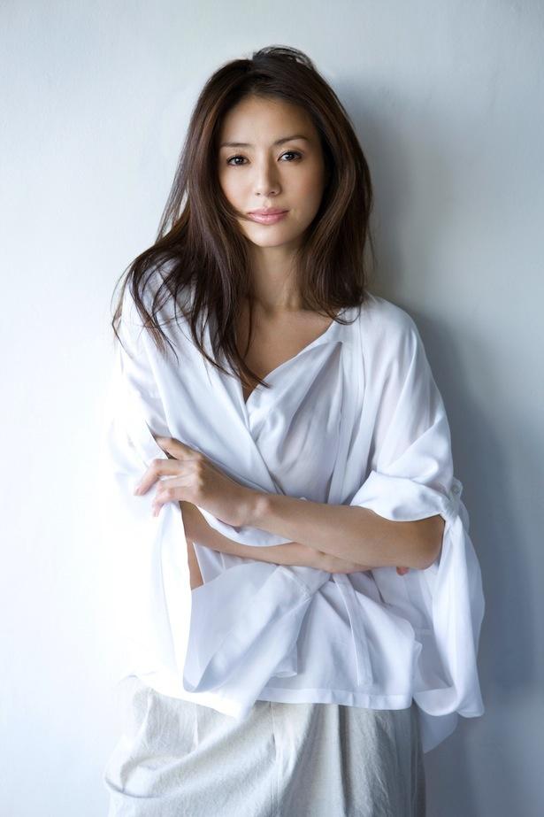 井川遥は「いつもヒラヒラのついた服を着ている」設定の美人役