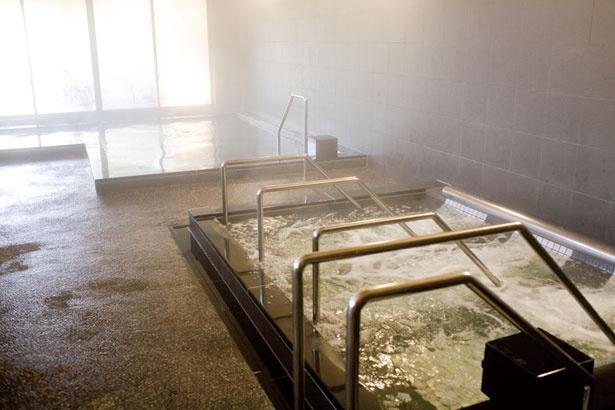 心地いい水流の刺激が疲れた体を癒してくれるジェット風呂。ここのお湯も、もちろん天然温泉だ