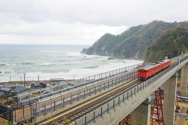 「余部鉄橋 空の駅」からは、浮遊感たっぷりの日本海の絶景が見られる