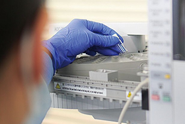 【写真を見る】原料の成分や調合バランスをチェック/ヤシノミ洗剤