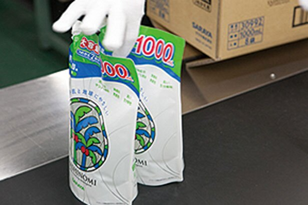漏れなく密封して全国の店頭へ/ヤシノミ洗剤