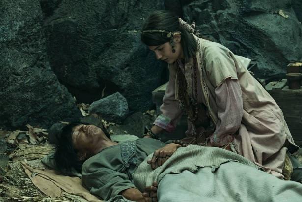 必死にタンダを看病するヨーナ