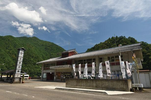 店内からは十津川の景色が見える。大自然を眺めながら食べるそばは格別。