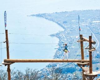 琵琶湖のレイクビューが広がる山頂で 空中アスレチックに挑戦!