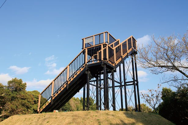 公園奥の第3展望広場に立つ展望塔。ここからは360度の絶景パノラマが眺められるので、登ってみて!