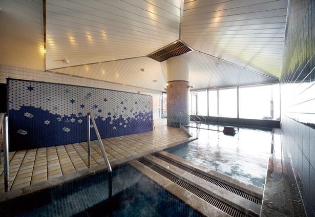 天守の湯(写真)&紀淡の湯の大浴場からも加太の景色が楽しめる
