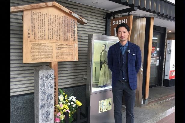 坂本龍馬が暗殺された「近江屋」跡地を訪れた前川泰之