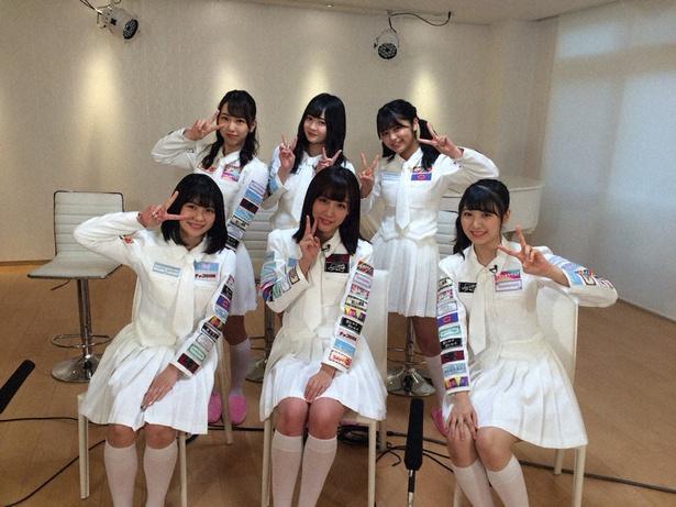 「SKE48 むすびのイチバン!」で鎌田菜月(手前中央)と菅原茉椰(手前右)に関するクイズ企画が行われる