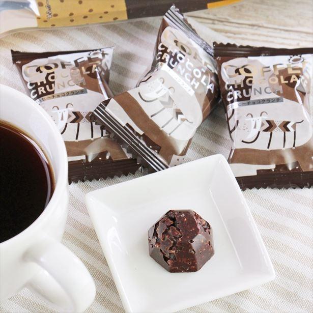 カルディコーヒーファームより、「オリジナル コーヒーチョコクランチ」(451円)など新商品が登場!