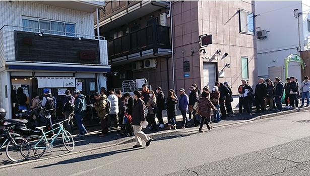 開店時には50人近くが並んだ限定麺ラリーの初日