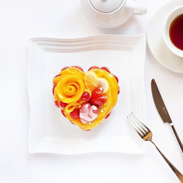 【写真を見る】カフェコムサではホワイトデーにぴったりのケーキも登場する。予約の受付は2月13日(水)からとなる