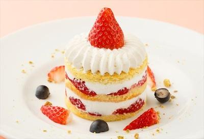 イチゴとホイップクリーム、 ふわふわのスポンジの2段仕立ての贅沢ショートケーキ「ストロベリーショートケーキ 」(税抜850円)