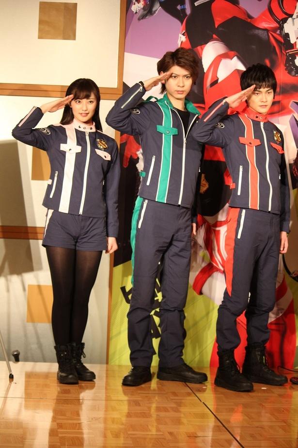 「警察戦隊パトレンジャー」を演じる結木、横山、奥山(右から)