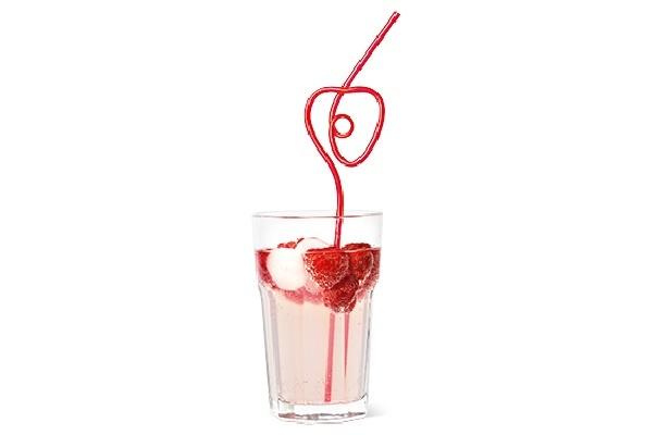 ストロー(税抜250円)はドリンクに飾るだけでフォトジェニックな飲み物に大変身!