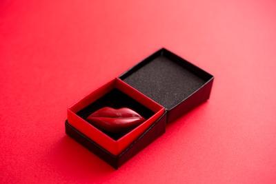 「Love Kiss(RUM)」(550円)は、最高級ラムを使用した究極のショコラ
