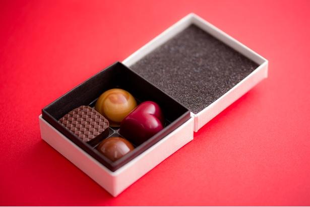 素材にこだわり、芸術的な美しさの「Bon Bon Chocolat SET」(税抜1100円から)は本物志向な人への贈り物に