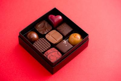 「Bon Bon Chocolat Assortiment」9個入り(2200円)は、バレンタイン限定ボンボンも入ったセット