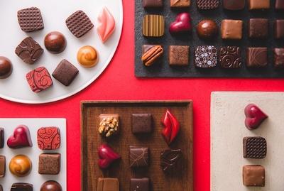 今年のバレンタインは、見た目も味にもこだわった「デカダンス ドュ ショコラ」のチョコレートを大切な人に贈ろう