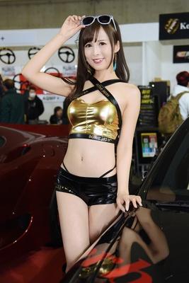 【写真を見る】魅力的なコンパニオンも東京オートサロン2018の見どころのひとつ