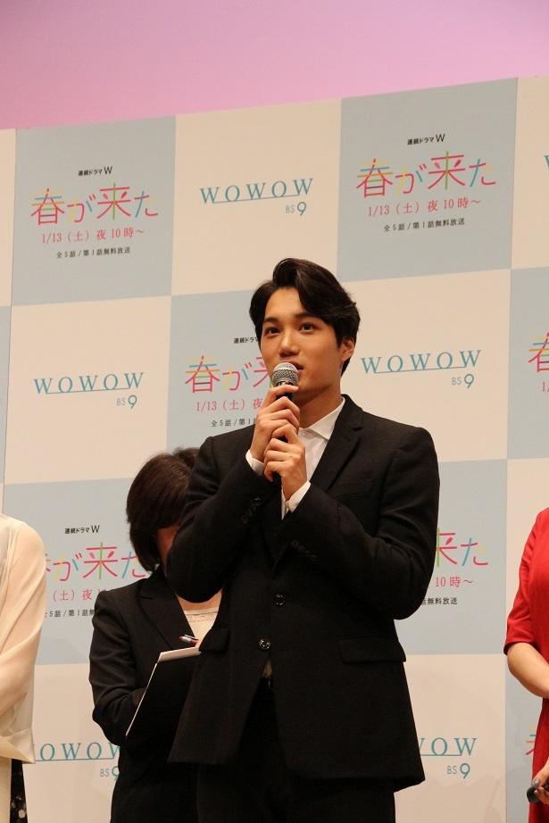 【写真を見る】第1話のシャワーシーンにて筋肉美を披露しているカイ(EXO)