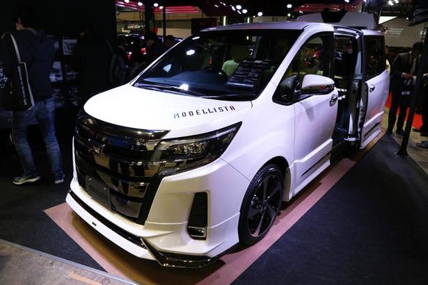 トヨタ「NOAH MU CONCEPT」は、車内を快適な空間に変えるカスタムが施される