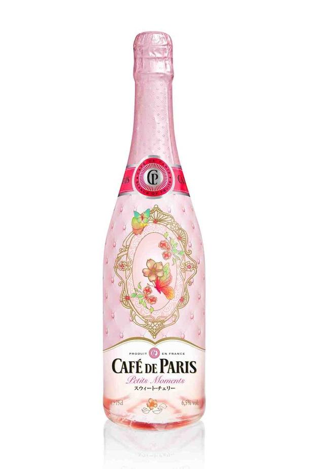 【写真を見る】華やかで優雅!女性らしいボトルデザインに魅了される