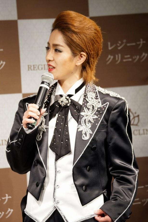 【写真を見る】イベントで男装の麗人と化した尼神インター・渚