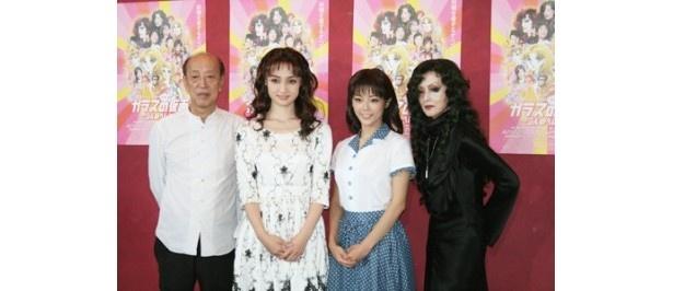 【写真を見る】蜷川幸雄演出舞台に出演していた大和田美帆(写真左から2番目)
