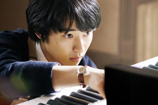 昨年までとはガラリと変わって、山崎賢人は小説の映画化作品『羊と鋼の森』で主演