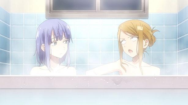 「だがしかし2」第2話の先行カットが到着。ほたるとサヤのお風呂を覗きに!?
