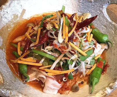 もう1つの鍋料理「カラムーチョ火鍋(ヒー鍋)」