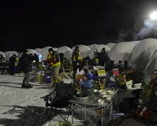 極寒の気温の中、一夜を過ごす人気イベント「人間耐寒テスト」