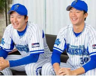 2人とも横浜DeNAベイスターズの青星寮にいるので、寮内でインタビュー