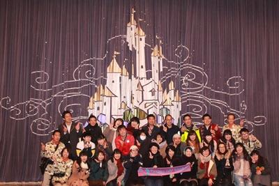 ショーベースのステージは、大人数での記念撮影に人気