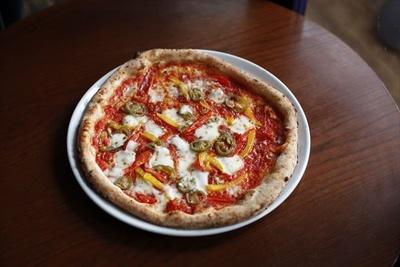 「ハラペーニョとサラミのピッツァ」