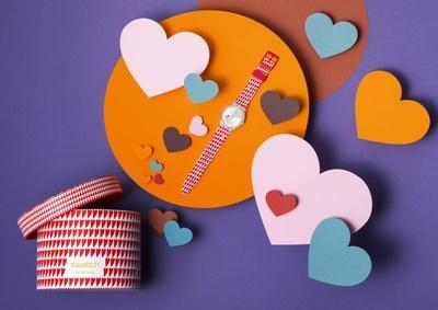 世界で数量限定!スウォッチのバレンタインモデル「HEARTY LOVE」(9180円)